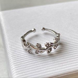 Vine design Silver color white stones Ring